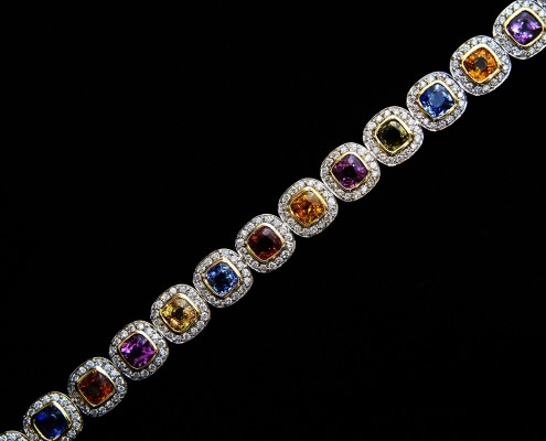18Kt Yellow Gold Diamond Bracelet containing 24.65Cts of Sapphires and 4.95Cts of Diamonds. MKL 3044